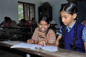B_Id_371831_blind_girl_help