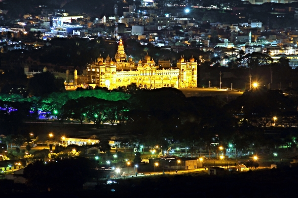 Mysore_Palace_seen_from_Chamundi_Hill_Viewpoint_at_night